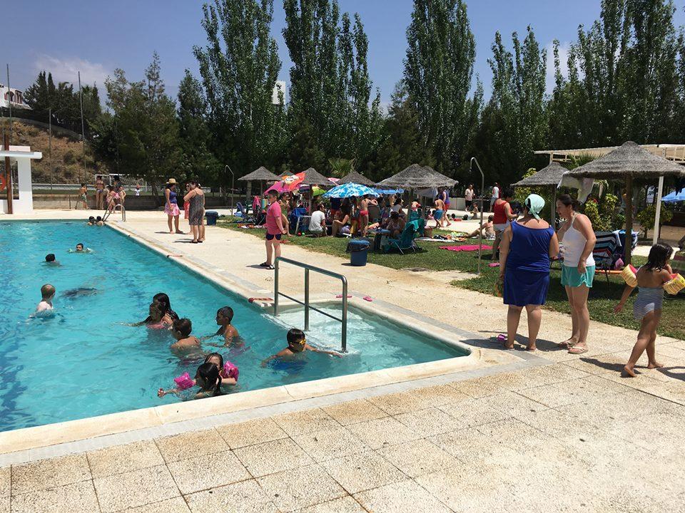 La entrada a la piscina p blica de iznate ser gratis para for Piscina publica malaga